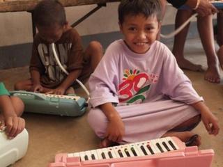 circum boy pianica.jpg